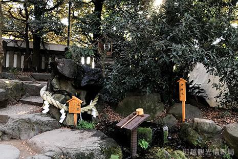 川越氷川神社 犬岩 御神水
